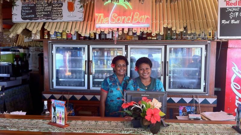 Red Bull Mini Kühlschrank Yoga : Fiji beachcomber island resort auf mamanuca islands reisebine fiji